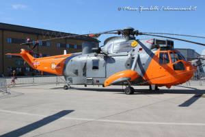 12 SeaKing HU5 XV666
